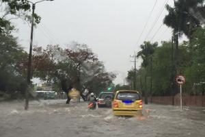 Inundaciones en avenida de Circunvalación en Villavo