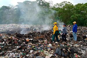 Cormacarena apoya acciones para sofocar incendio en relleno sanitario en El Castillo