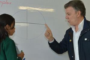 Nada es más importante que la educación para lograr un país en paz y con equidad: Santos