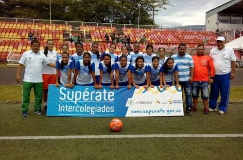 Fútbol femenino metense a la final nacional de los Intercolegiados Supérate