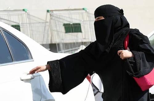 Arabia Saudita autoriza que sus mujeres puedan manejar vehículos