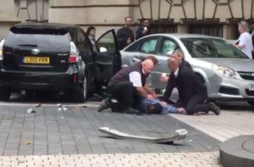 Accidente de tráfico deja en Londres deja once heridos