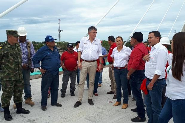Marcela Amaya, realiza la visita de obra al puente sobre el rio Ariari