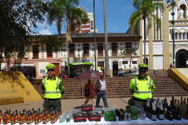 Incautan licor adulterado