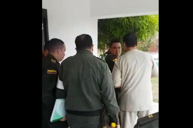 En vídeo la captura de un patrullero que cogió a correazos un superior