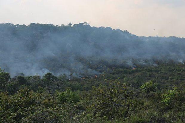 Ministerio de Ambiente despliega acciones para mitigar incendio en Guaviare