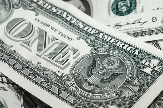 Continúa cayendo el dólar