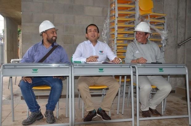 Wilmar Barbosa, entregó dotación del nuevo megacolegio Francisco Arango