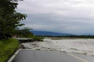 Desbordamiento del río Ariari podría borrar a Puerto Limón del mapa