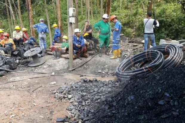 Deslizamiento en una mina deja a dos obreros atrapados