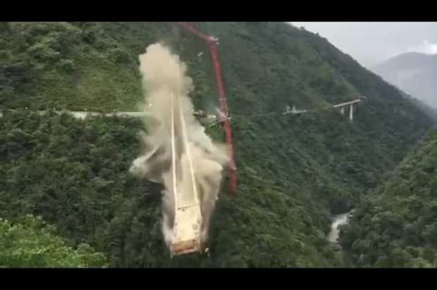 Sin contratiempos demolición de la Pila C del puente Chirajara