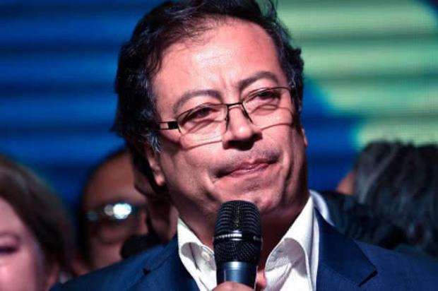 Petro se pronuncia frente a la renuncia de Uribe al Senado