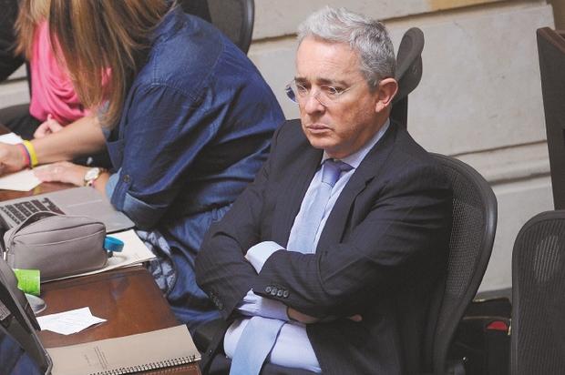 Uribe pide al Senado que no considere su carta de renuncia