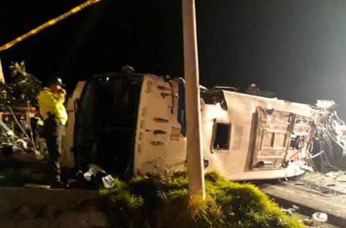 Un gran número de colombianos muertos deja accidente de bus en Ecuador
