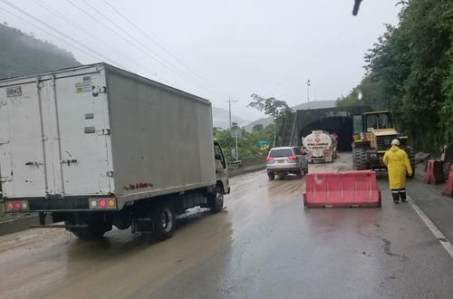 Paso alterno vía Bogotá-Villavicencio en el kilómetro 64 +200
