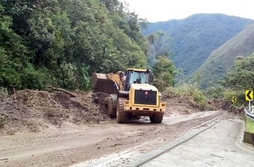 Avanzan los trabajos de remoción de escombros en vía al Llano
