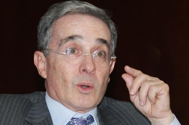 Indagatoria en contra de Uribe sería aplazada