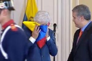 Entre lágrimas Pékerman recibió homenaje otorgado por Duque