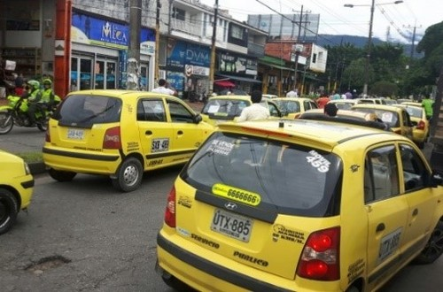 Definidos  límites para el recargo de la tarifa de taxi