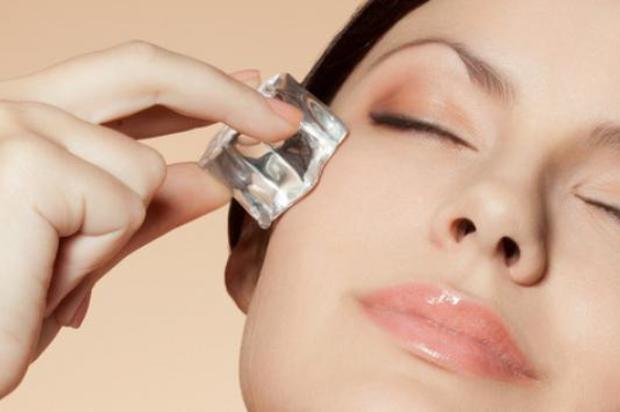 ¿Cómo cerrar los poros de la cara con hielo?