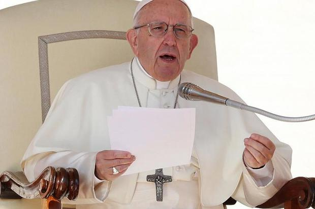 Papa Francisco arremete contra el aborto y lo compara con un sicariato