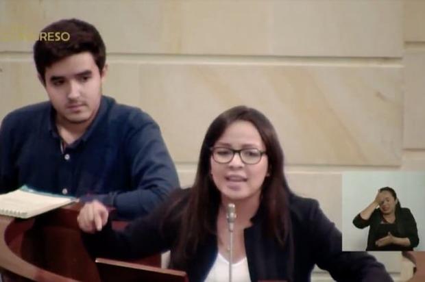 Presidente del Senado apagó micrófono de una estudiante en el Congreso