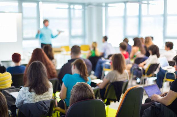 Docentes de inglés se capacitan en metodologías para la enseñanza