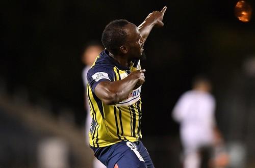 Usaint Bolt marcó sus primeros dos goles como futbolista profesional