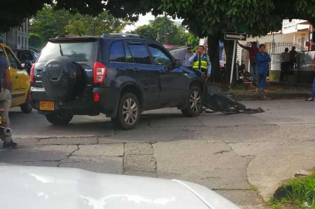Accidente entre ambulancia y vehículo particular dejó 5 personas heridas