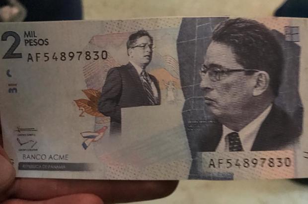 Billetes con el rostro de Alberto Carrasquilla volaron en la Cámara