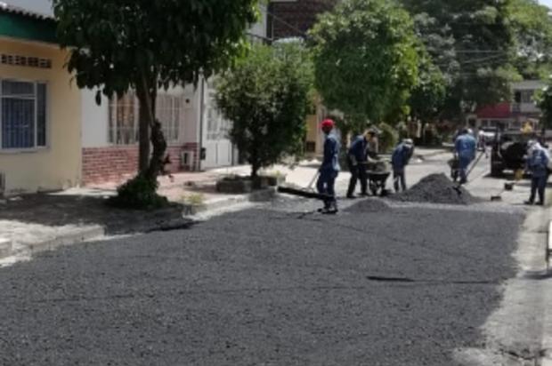 Tras 15 años de espera se pavimentó vía en el barrio Divino Niño