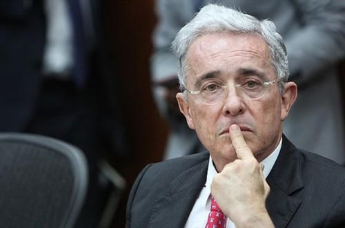 Senador Uribe propone prima extra para colombianos
