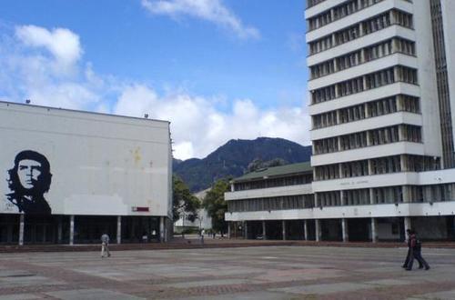 Estudiantes encapuchados se tomaron edificio de la Universidad Nacional