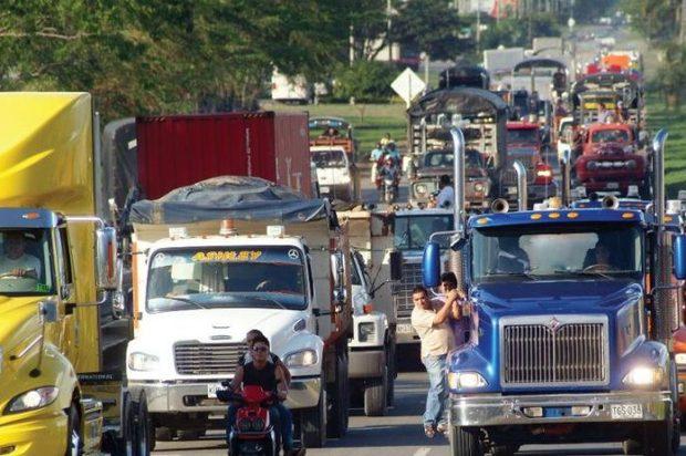 Próximo viernes habrá paro nacional de camioneros