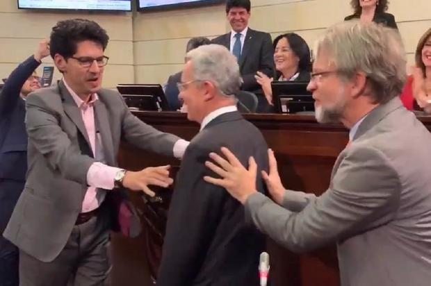 Senador Mockus promueve la confianza junto a Senador Uribe