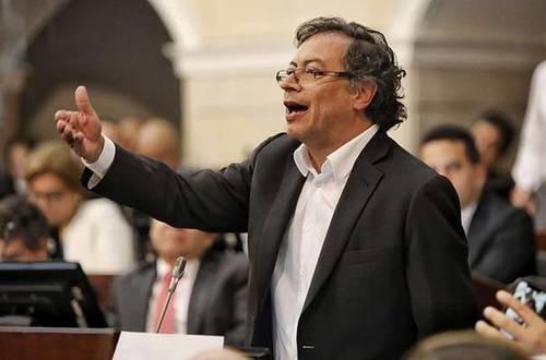 Curul de Gustavo Petro en el Senado tambalea
