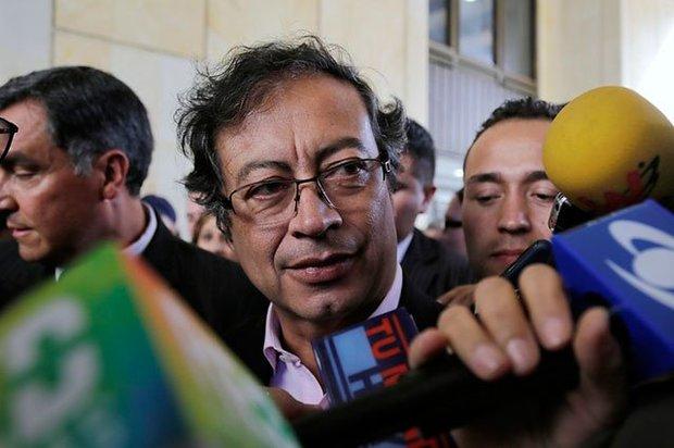 """""""Abogado de Uribe presiona a narcos para declarar en mi contra"""": Petro"""