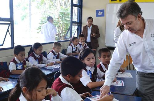Más Impuesto al Patrimonio para invertir en educación, reclama el presidente Santos