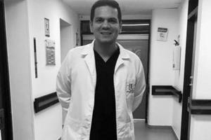 """""""Perder a mi hijo por la pandemia fue muy duro"""": madre de médico fallecido"""