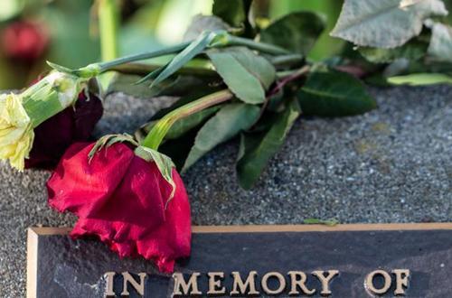 Investigan funerarias en Colombia
