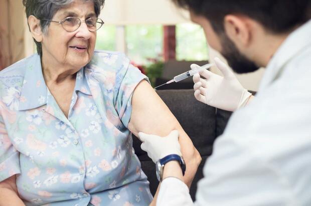 Vacunación contra el covid-19 también será en casa
