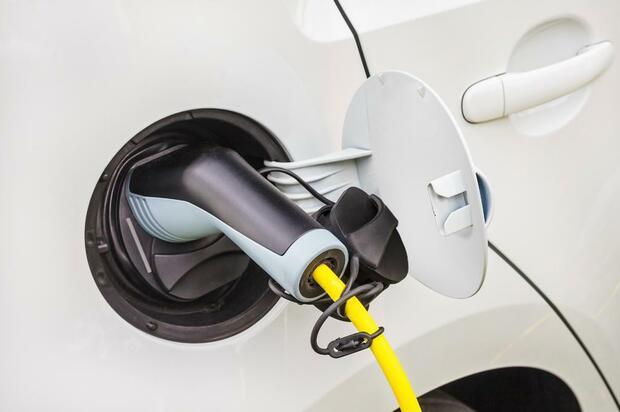 Cómo deben operar parqueaderos para vehículos eléctricos