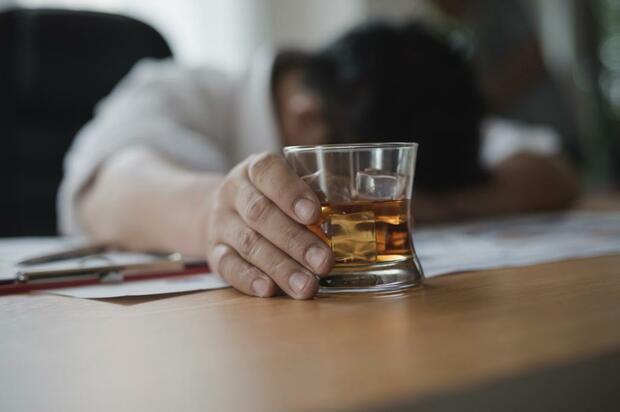 Policía: ¿ahora cuidar borrachitos?