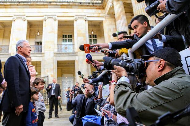 Fiscalía pide precluir investigación contra Álvaro Uribe