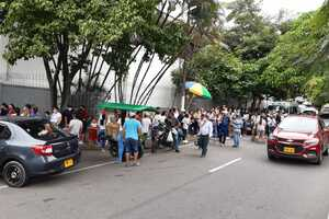 Aglomeraciones para reclamar PAE en Villavicencio