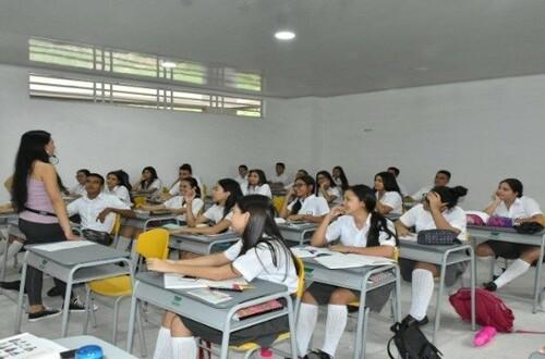 Colegios privados retornarán a clases bajo alternancia