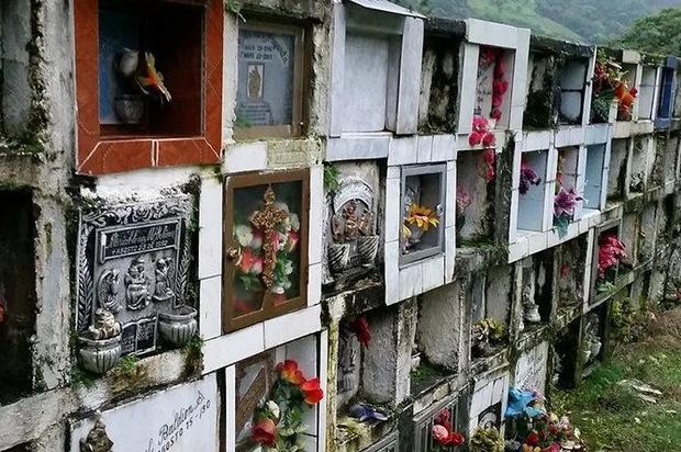 Urge desocupar bóvedas del cementerio Central
