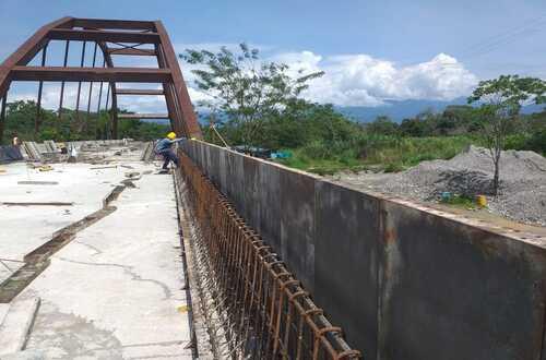 Avanza la construcción del puente sobre Río Claro