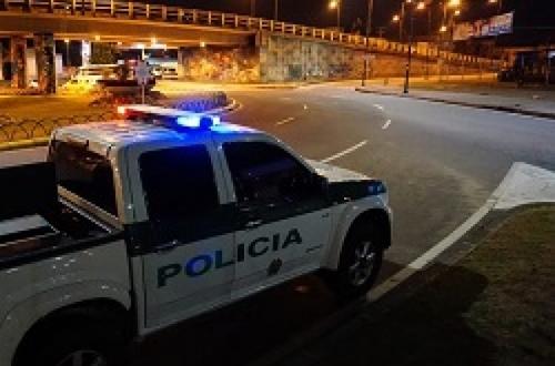 Vuelve restricción nocturna para carros y motos